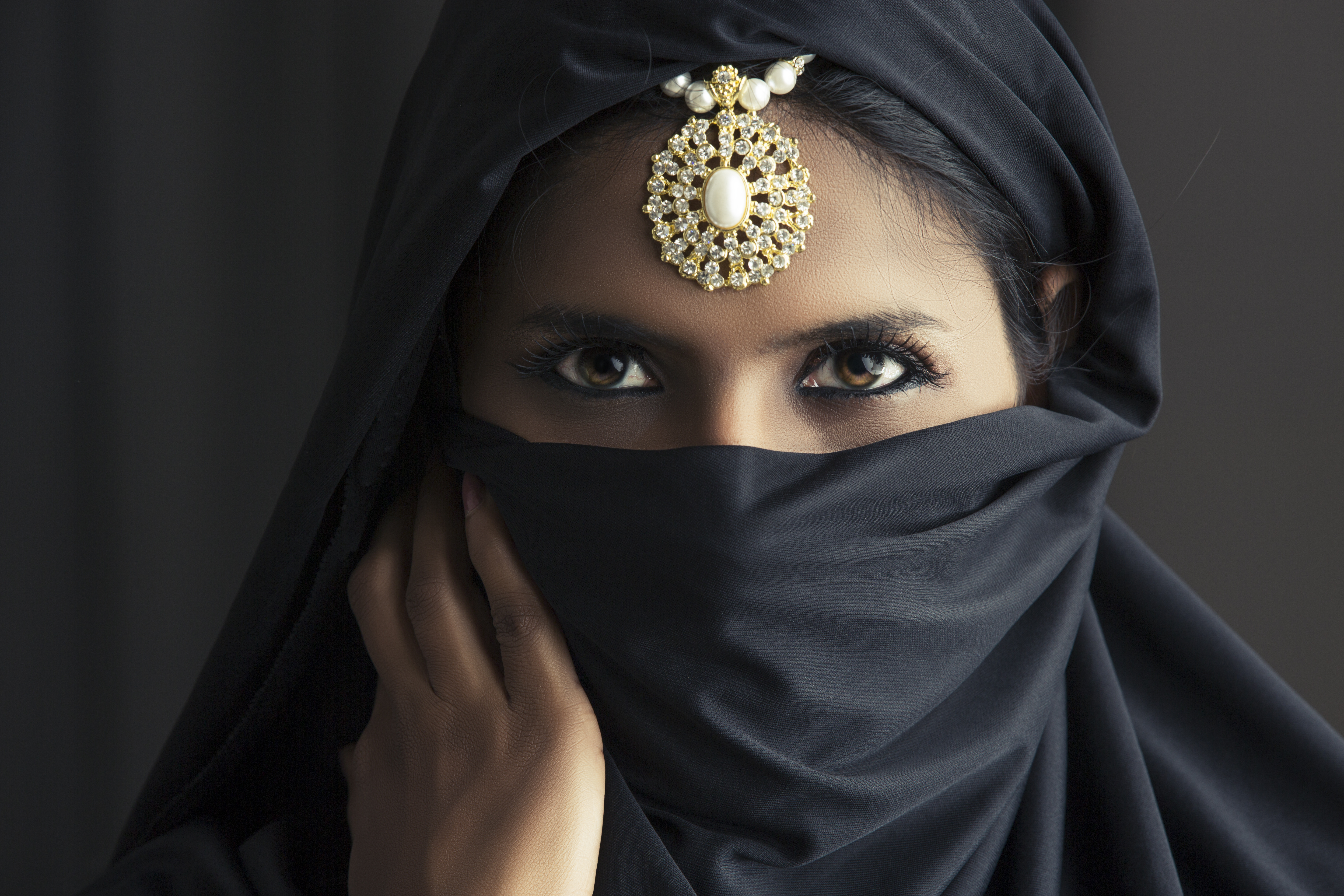 indian head muslim single women Women veiling what is the hijab and why do women while hijab is commonly associated with women, muslim men also sometimes wear a head.