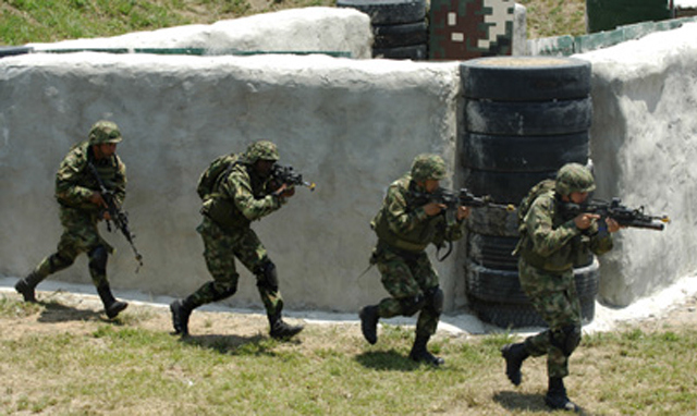 Colombian Special Forces soldiers training for combat.