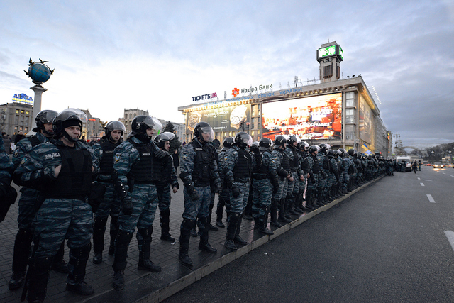Riot police divided Euromaidan in two