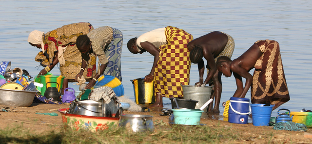 Women washing their clothes and collecting drinking water along the Niger