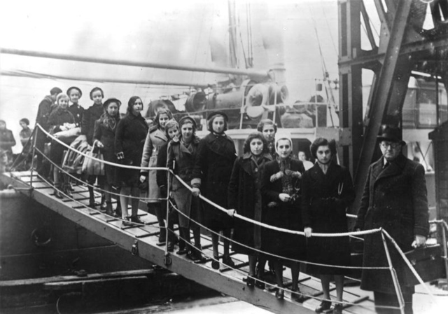 Jewish Refugees arrive in London on a Kindertransport